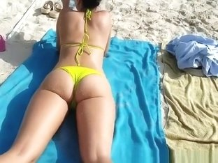 Nice ass chick in yellow bikini