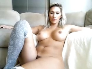 Gamer Webcam GIrl With Hairy Pussy