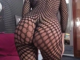 Hot girl in fishnet bodystocking twerking live