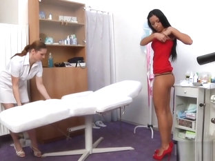 Bailey Gyno Exam - Young brunette with nice body detailed examination