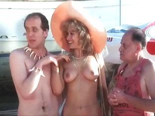 σεξ στο ντους μελαχροινή