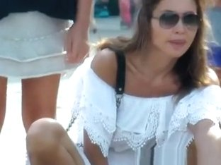 Hot tourist dress upskirt
