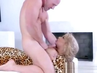 Mature Hottie Alyssa Lynn Gets Pleasured By Hung Guard