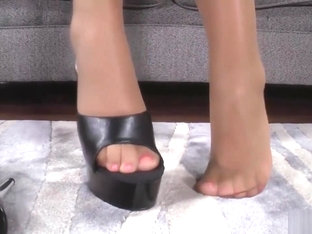 BRITNEY YOUNG'S FOOT TEASE