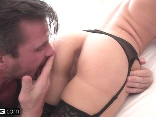 Alyssa Cole is an anal slut that loves riding dick