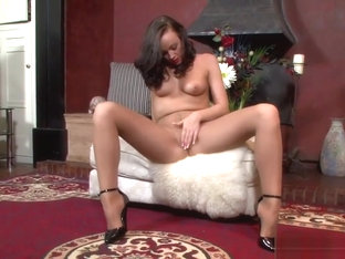Pantyhose Wearing Hottie Masturbating