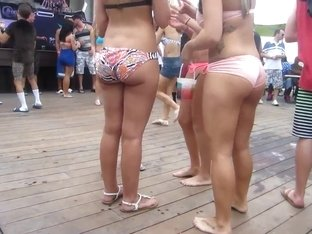 Hot Bikini Babes with great Asses