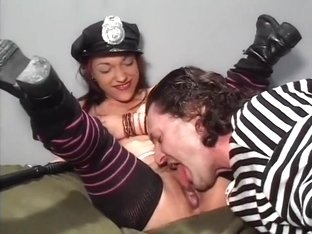 Midget jailer is feeling a little thorny and jumps the bones of her prisoner