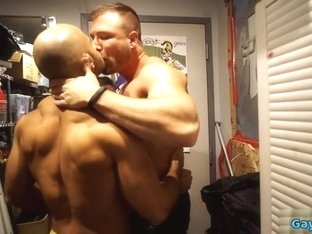 Muscle wolf threesome with facial