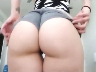 Twerk that ass! Awesome butt and amazing cunt!