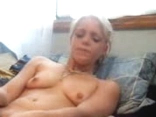 webcam girl masturbates silly in her bed