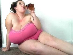 Lady skirt toilet peeing