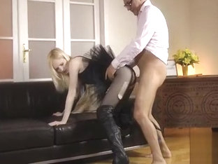 Horny lad doesn&#039_t think twice to stuck it in this juvenile babe