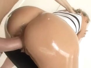 That Lascivious Babe With Large Butt Is Really Loves To Fuck