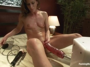 The Quick and The Dirty: Muscle Bound Babe takes Down the FuckingMachines with Her Pussy