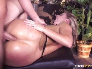 Candice Dare & Jessy Jones in Giving Her A Big Tip - BrazzersNetwork